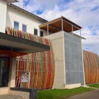 Schulegebäude rechts des Haupteingangs (Foto:Matthias Tholl)